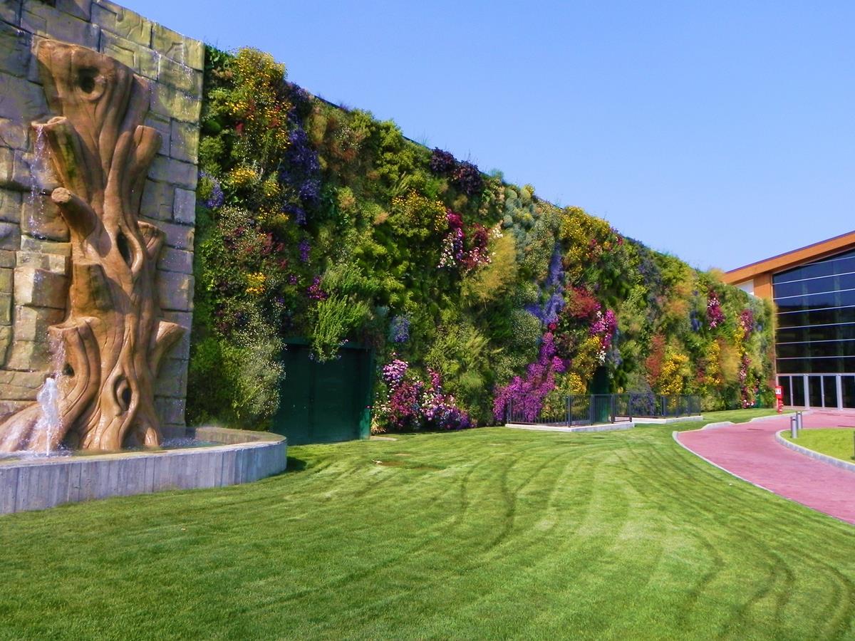 Jardines verticales de España y Europa (Jardín del centro comercial Il Fiordaliso, en Rozzano)