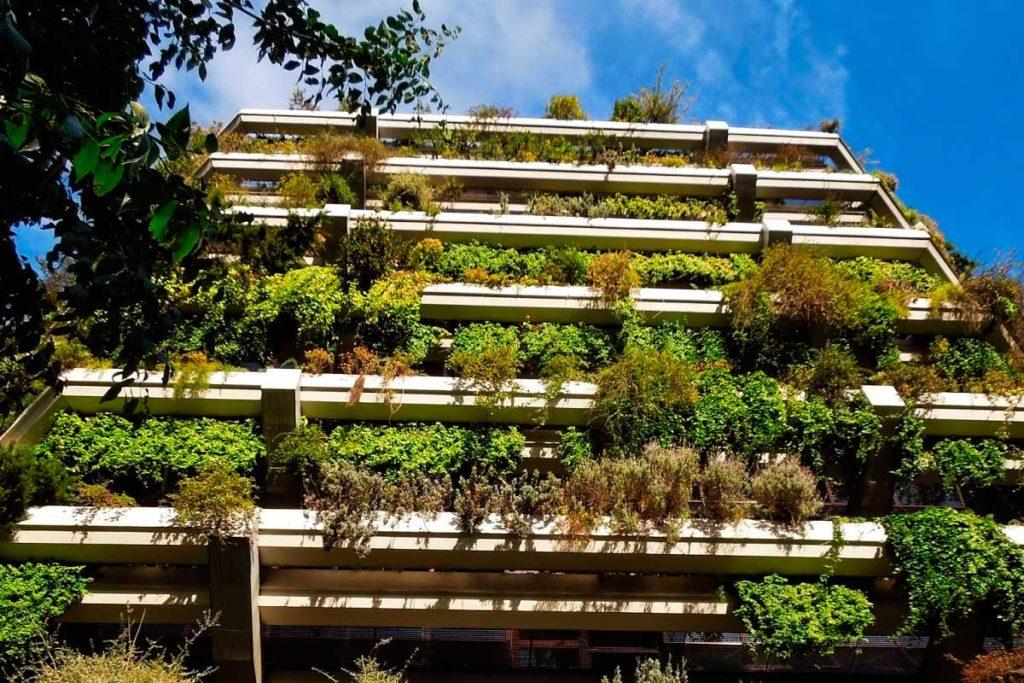 Jardines verticales de España y Europa (El jardín vertical del Edificio Planeta (antes Banca Catalana))