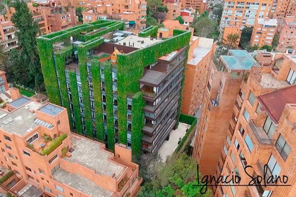 Los jardines verticales más impresionantes del mundo (Edificio Santalaia)